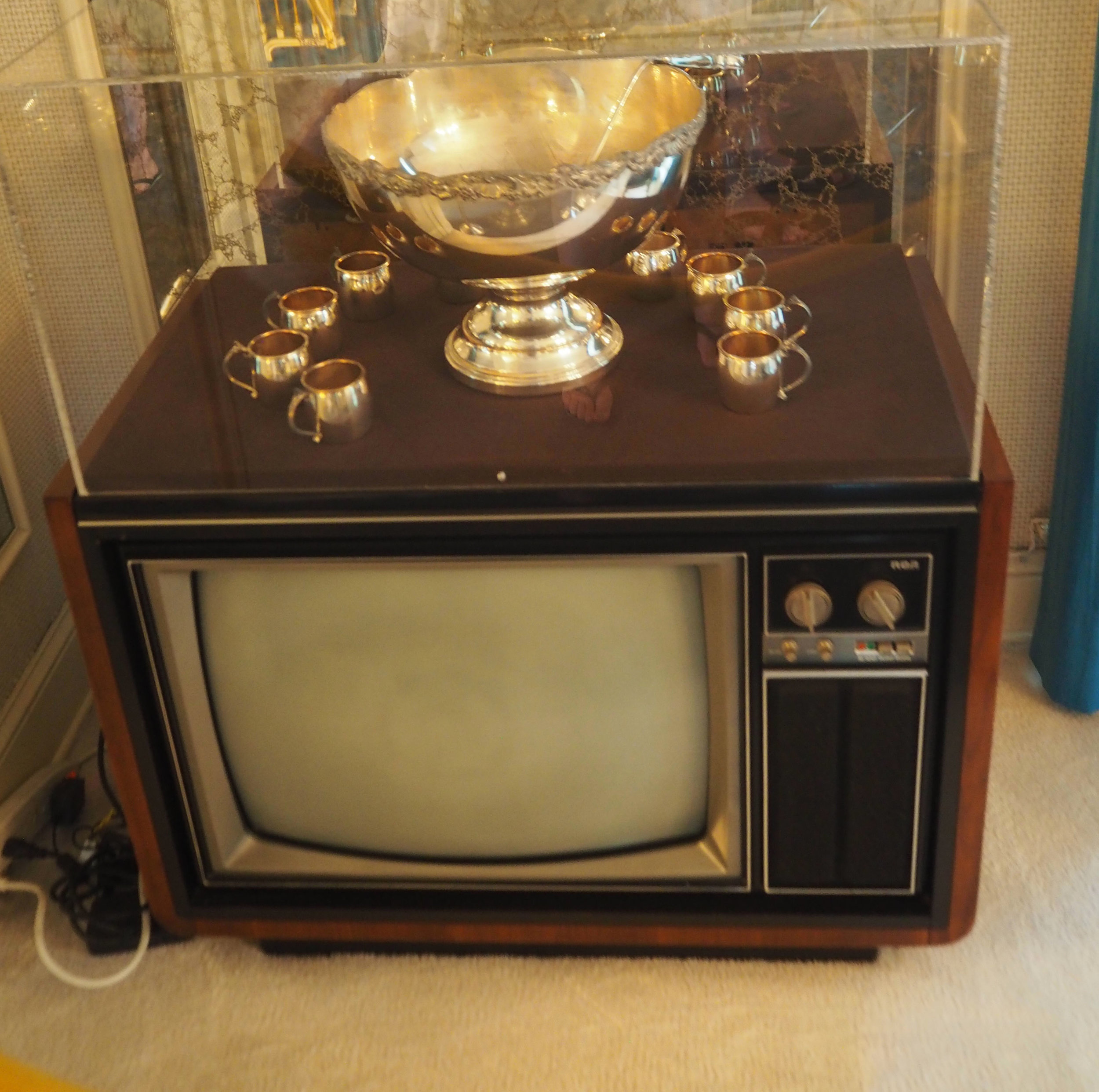 One of 16 TV'S which Elvis had in Graceland. Inside the dining room at Elvis Presley's Graceland. To see more pics, click on the photo.