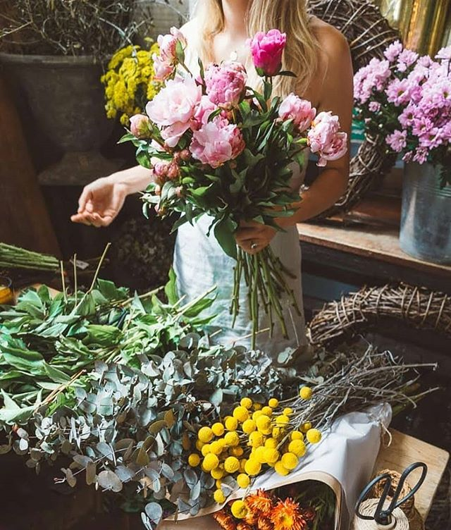 Head over to our new instagram page @theflowerbarbangalow2479 for information on our upcoming floral class and how to book. Saturday 19th May 2018. $95 p/p  Only 12 spots so book now. #workshop #florist #bangalow #theflowerbarbangalow