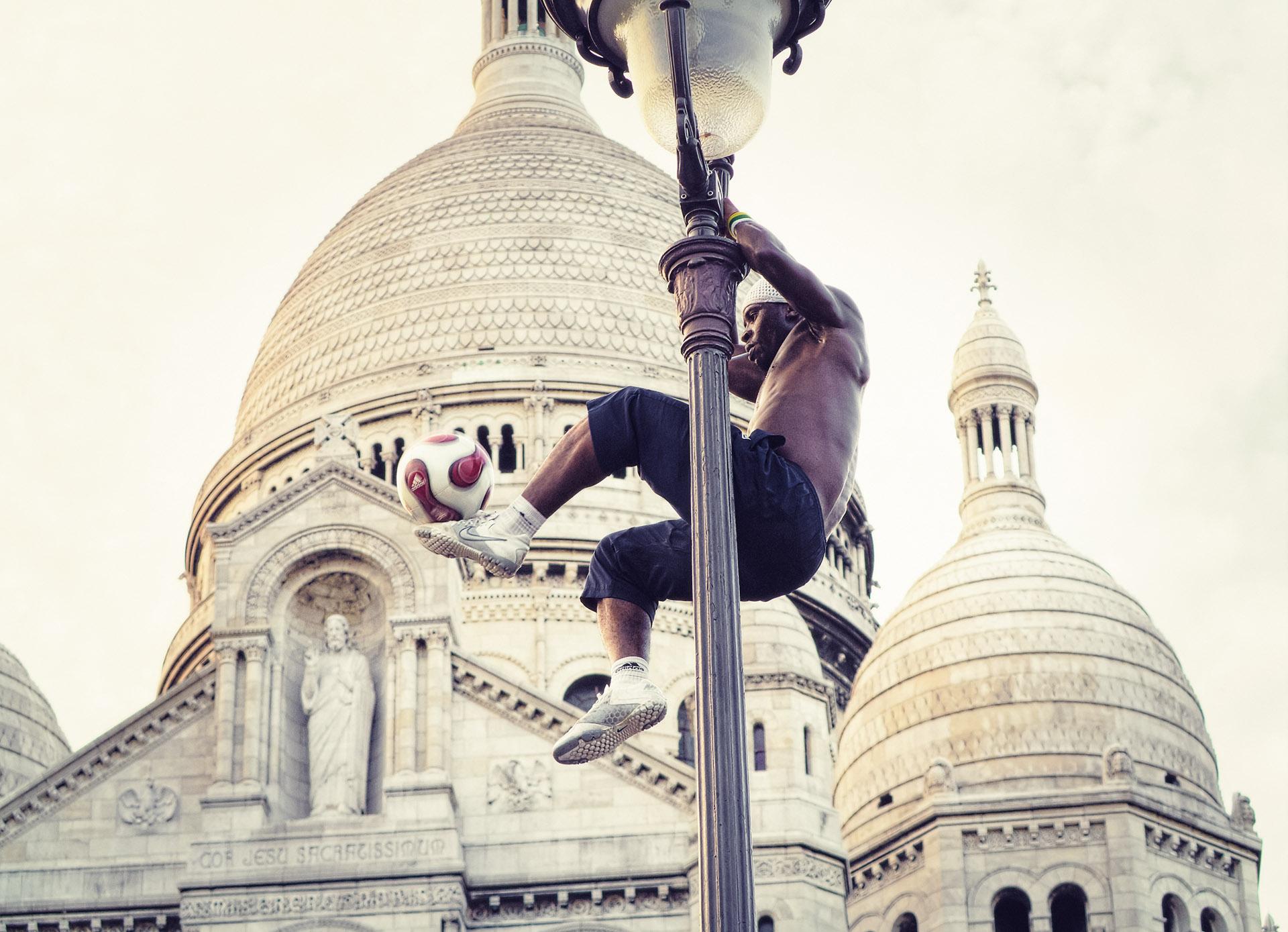 sacre-coeur-street-performer.jpg