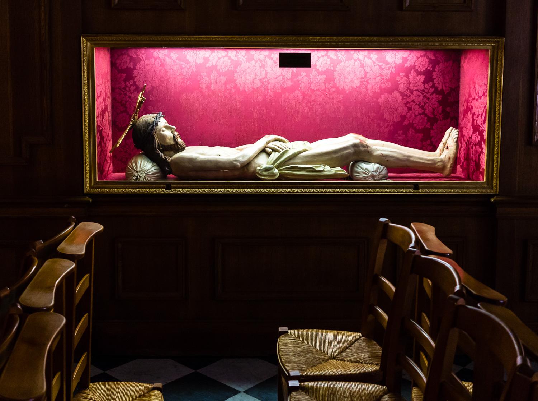 jesus-in-a-glass-box.jpg