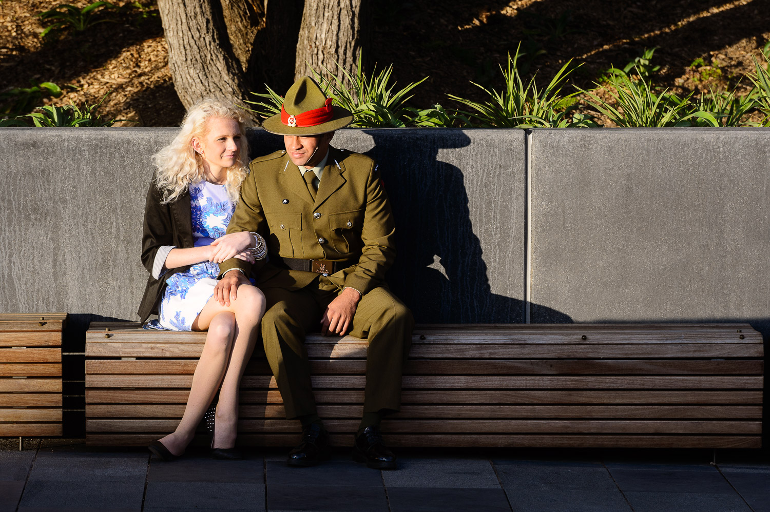 soldier-and-girlfriend-on-anzac-day.jpg