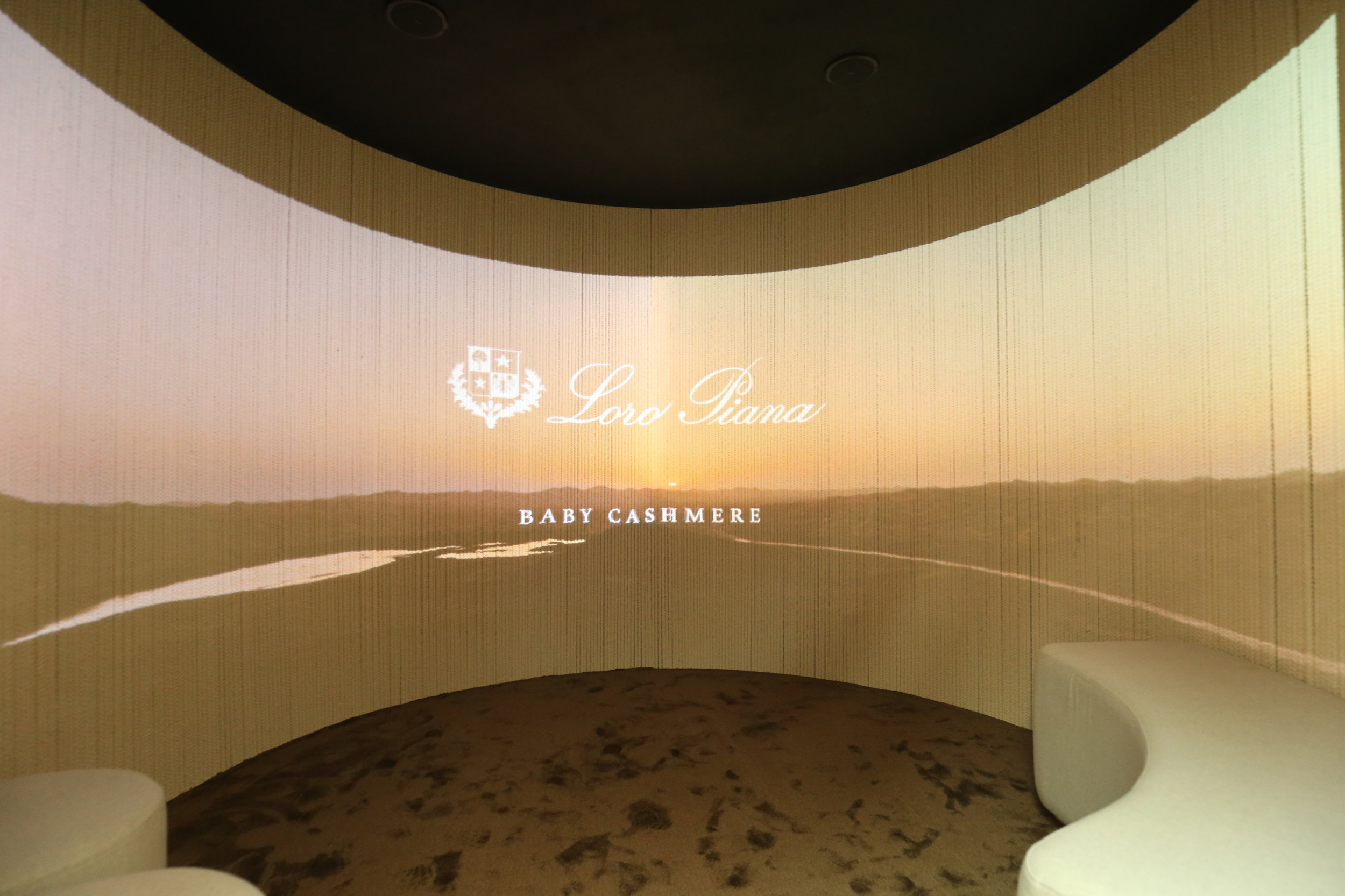Baby Cashmere pop up - Projection mapped cinema experience
