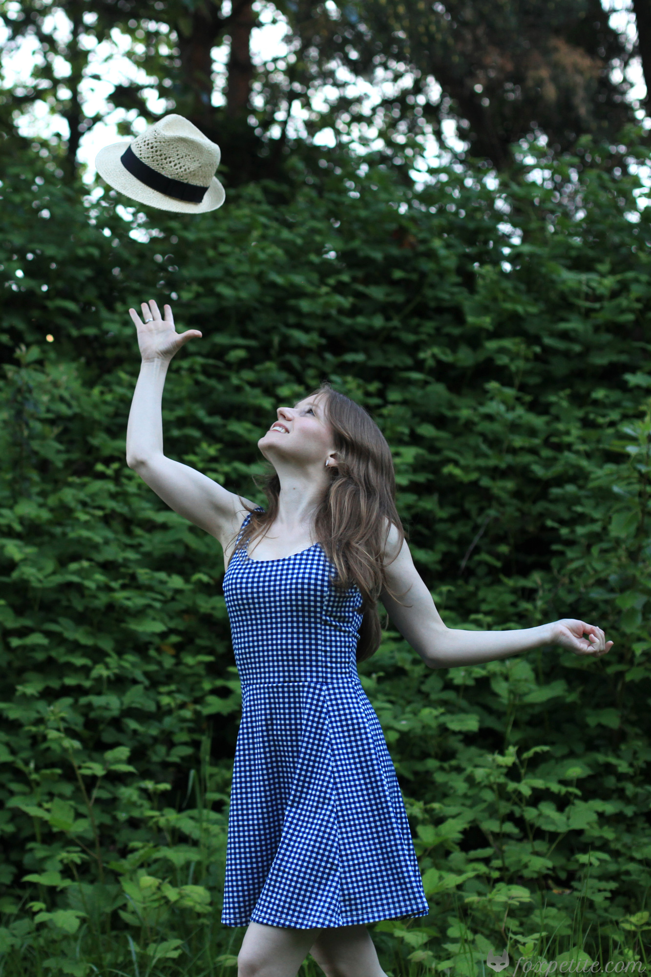 Fox Petite - H&M Summer Straw Hat toss and Jersey Dres