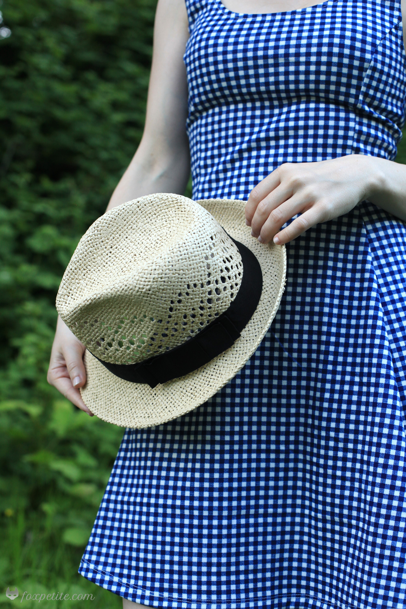 Fox Petite - Close Up H&M Jersey Gingham Check Dress and Straw Hat - petite friendly summer style