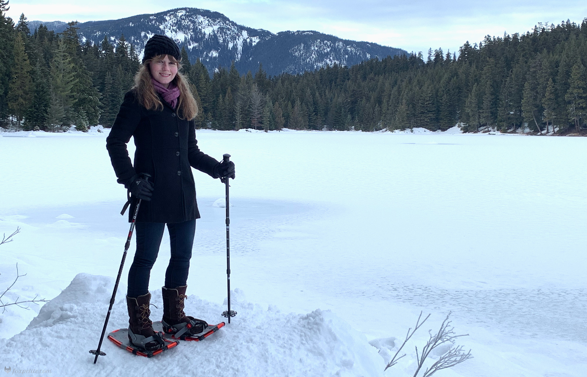 How to Find Snowshoes for Petites with Small Feet | blogger Fox Petite writes about her experience finding snow shoes in the right size for a winter hike | petite fashion, petite style