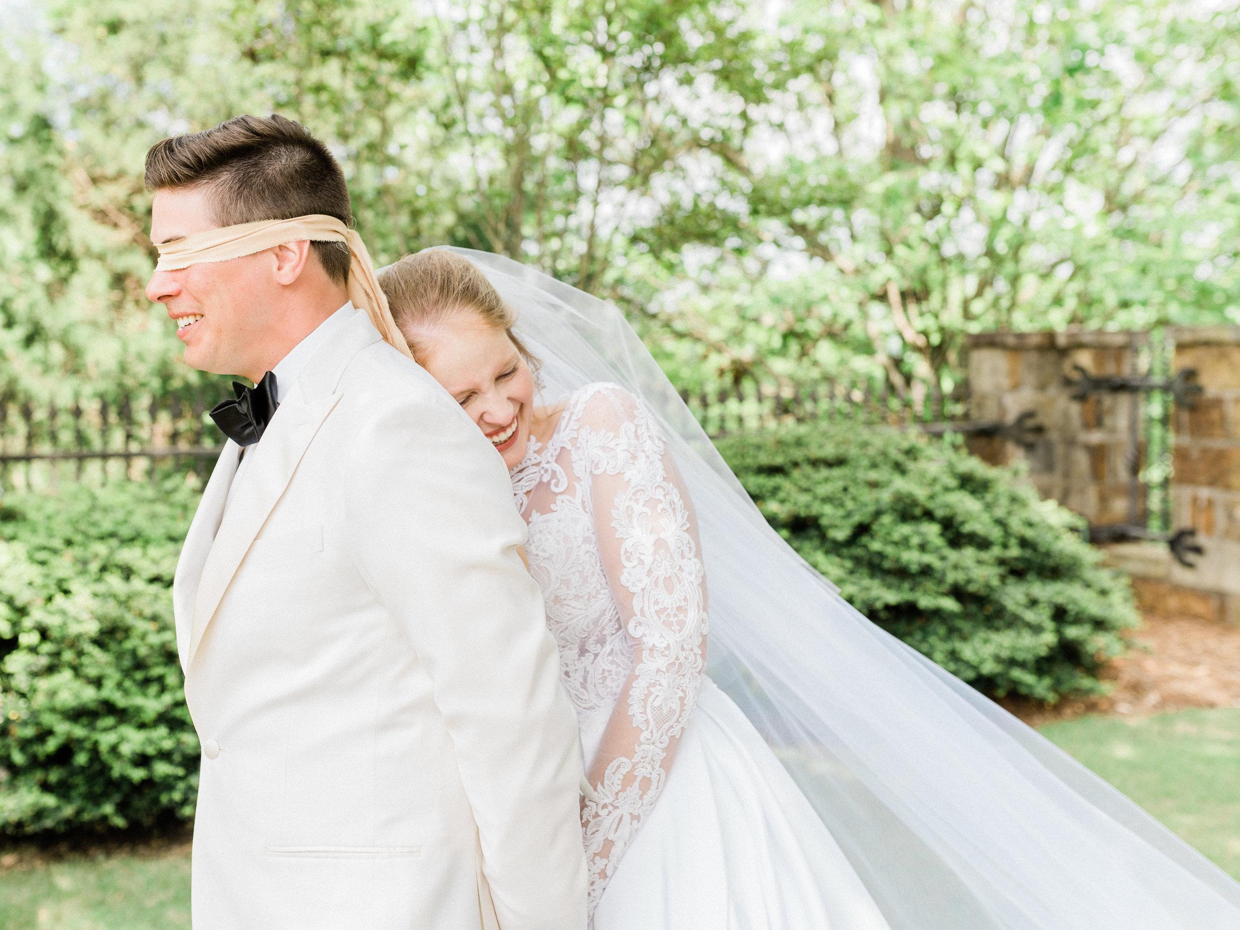Romantic garden wedding in Little Rock, Arkansas. Wedding photography by wedding photographer Natalie Smith
