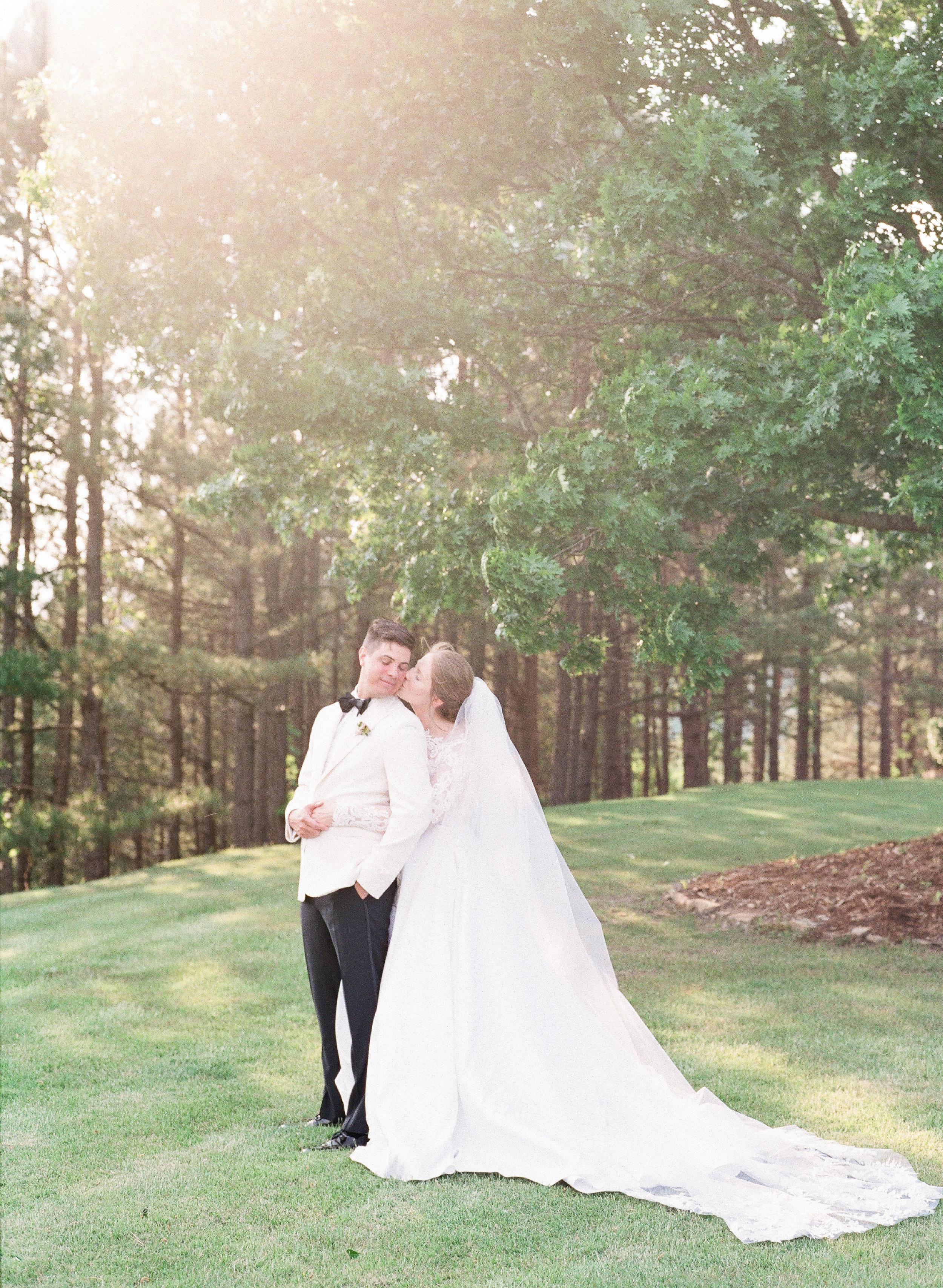 Romantic garden wedding at Goodwin Manor in Little Rock, Arkansas. Wedding photography by wedding photographer Natalie Smith