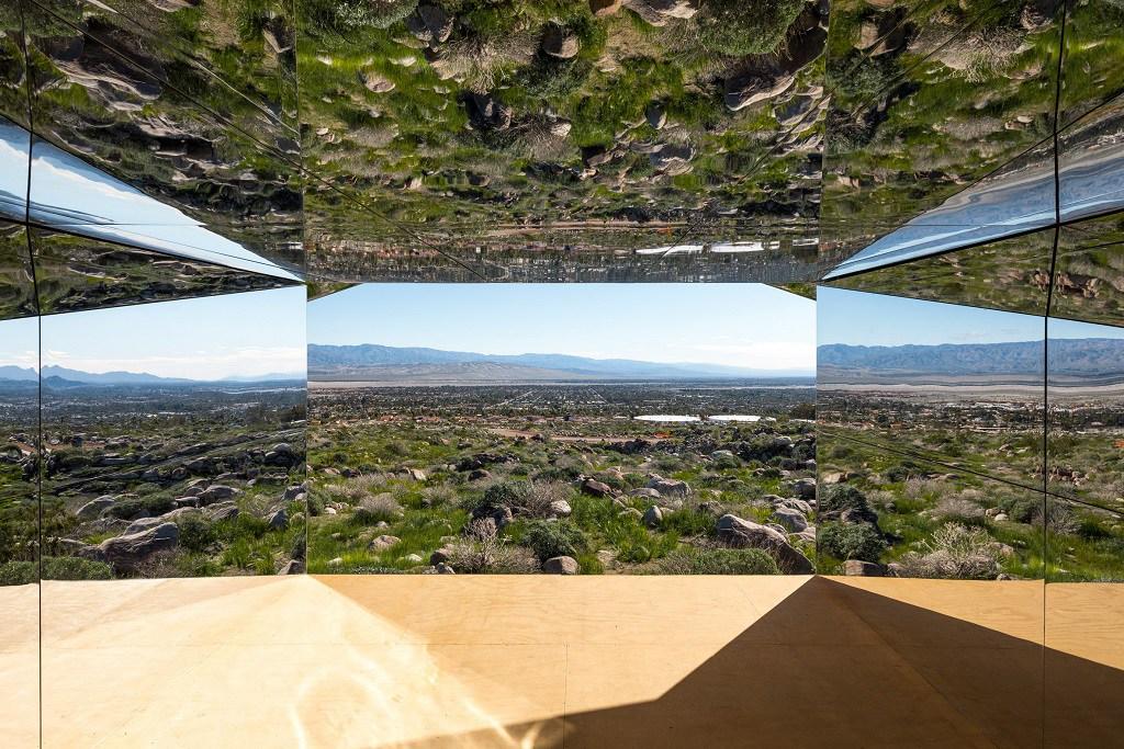 doug-aitken-mirage-mirrored-sculpture-cabin-palm-springs-california-4.jpg
