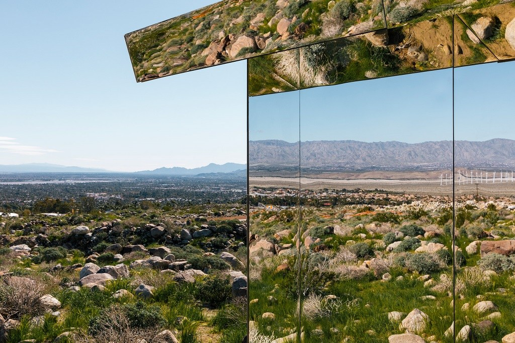 doug-aitken-mirage-mirrored-sculpture-cabin-palm-springs-california-3.jpg