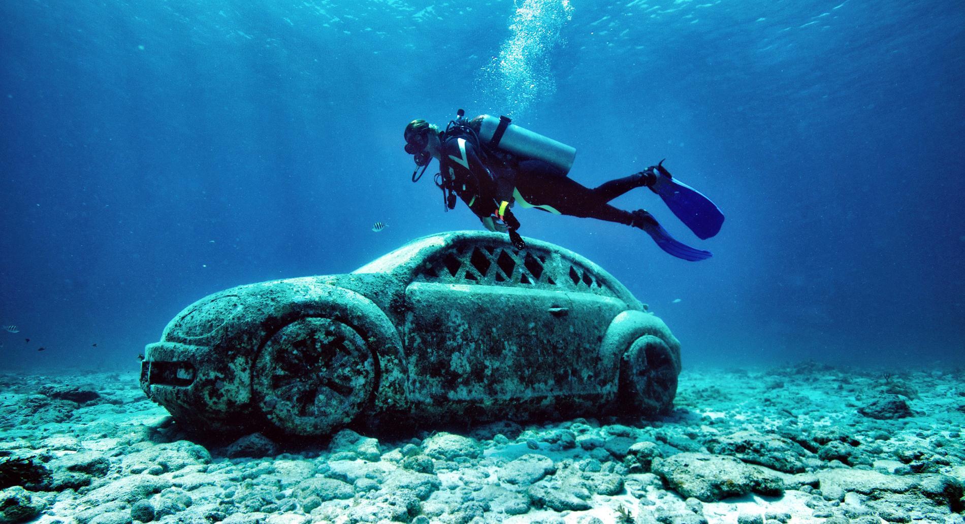 car-underwater-art-museum-cancun-mexico.ngsversion.1488994206830.adapt.1900.1.jpg