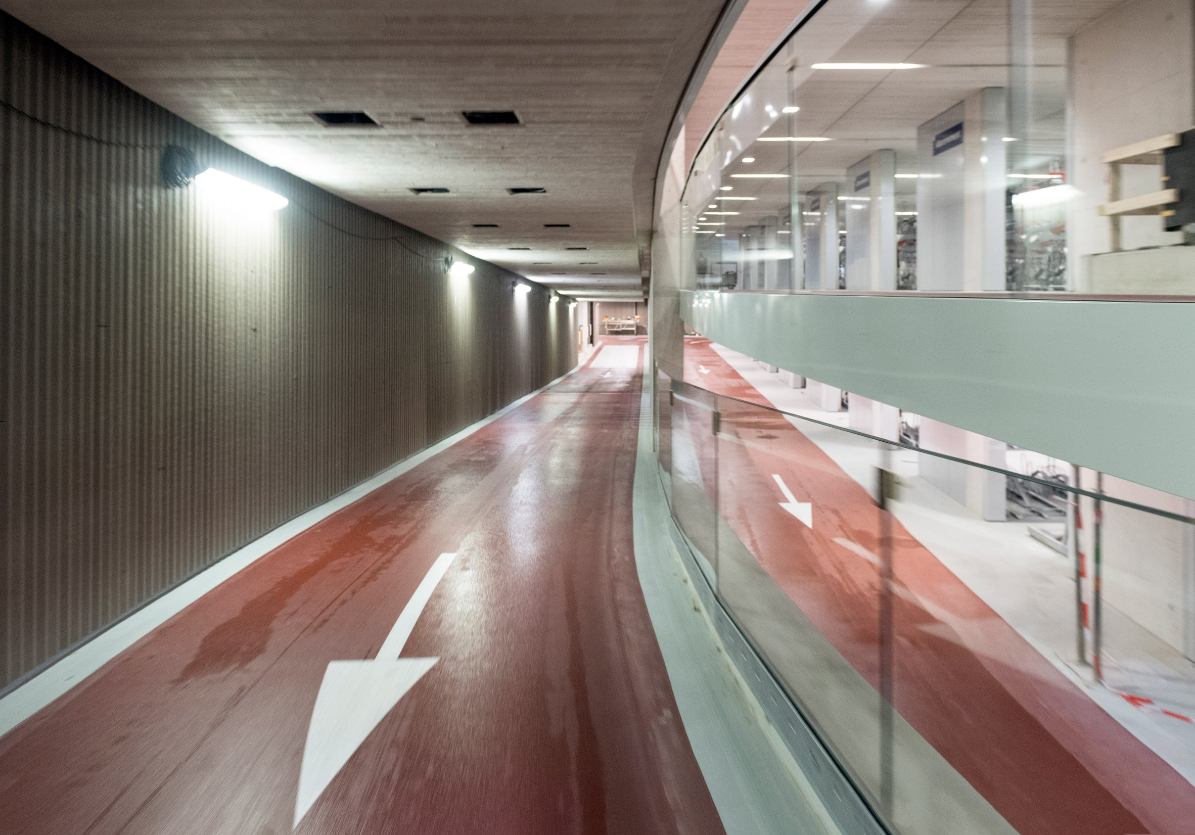 stationsplein-bicycle-parking-utrecht-architecture_dezeen_2364_col_7.jpg