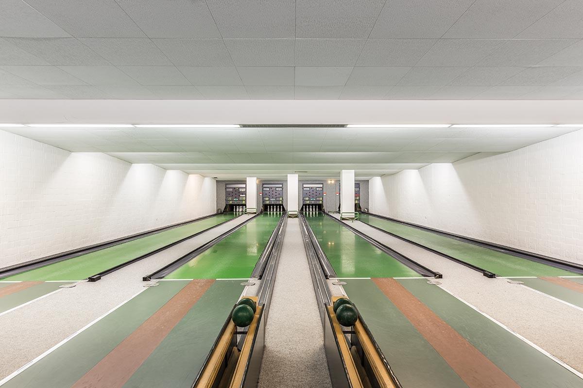 vintage-bowling-alleys-robert-gotzfried.jpg