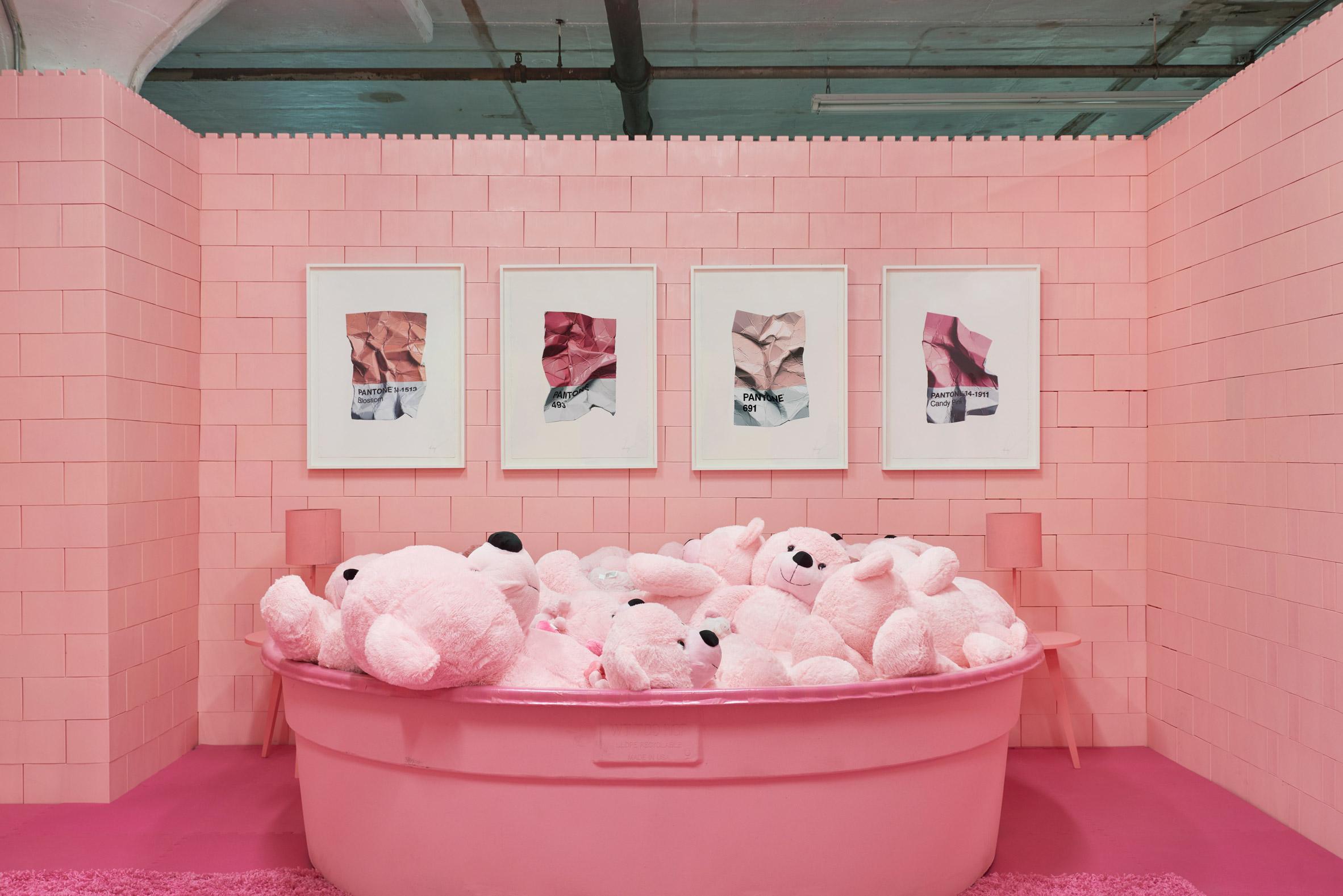 monochrome-cj-hendry-brooklyn-exhibition-colour-rooms-new-york-usa_dezeen_2364_col_16.jpg