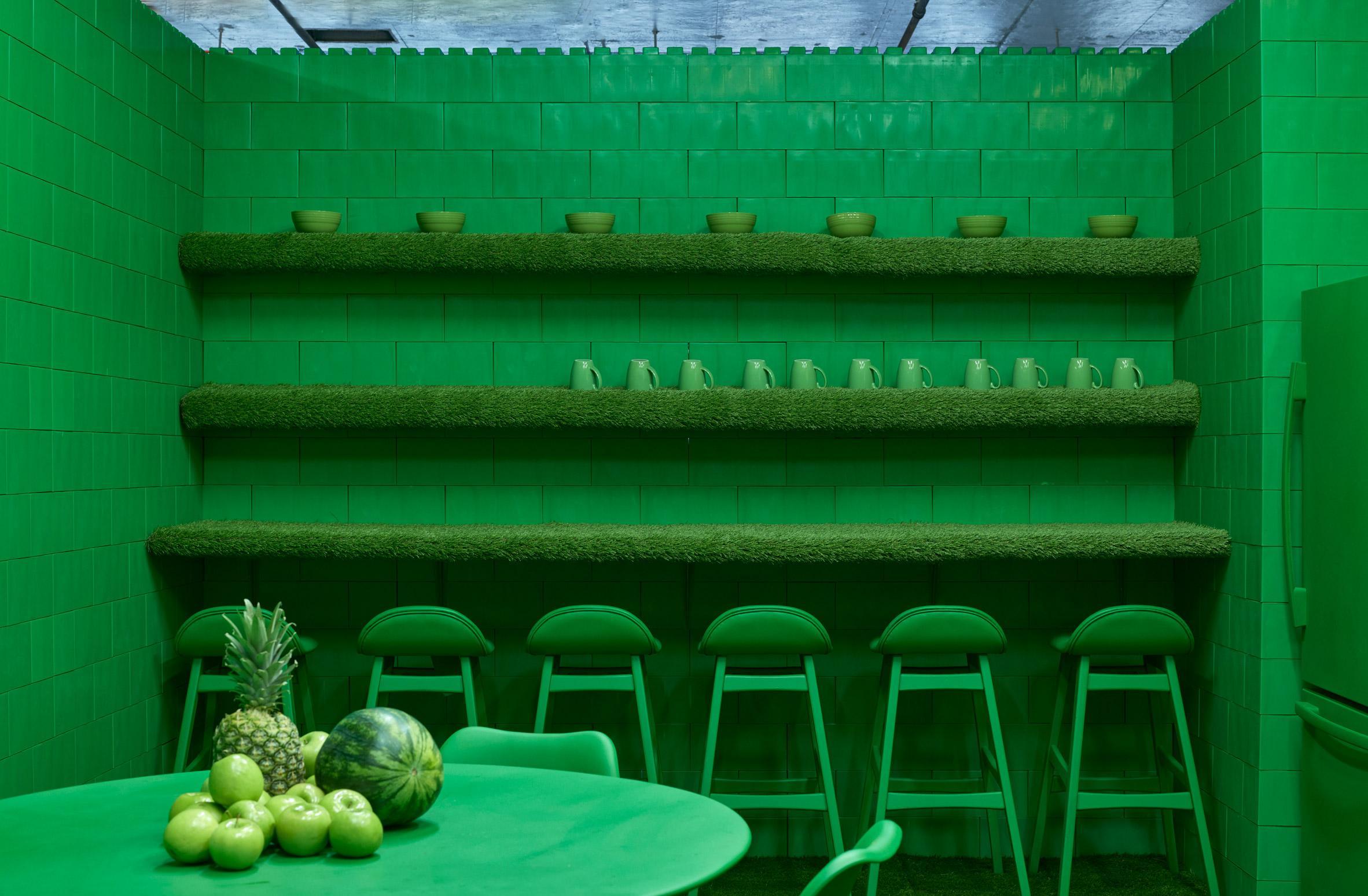 monochrome-cj-hendry-brooklyn-exhibition-colour-rooms-new-york-usa_dezeen_2364_col_27.jpg