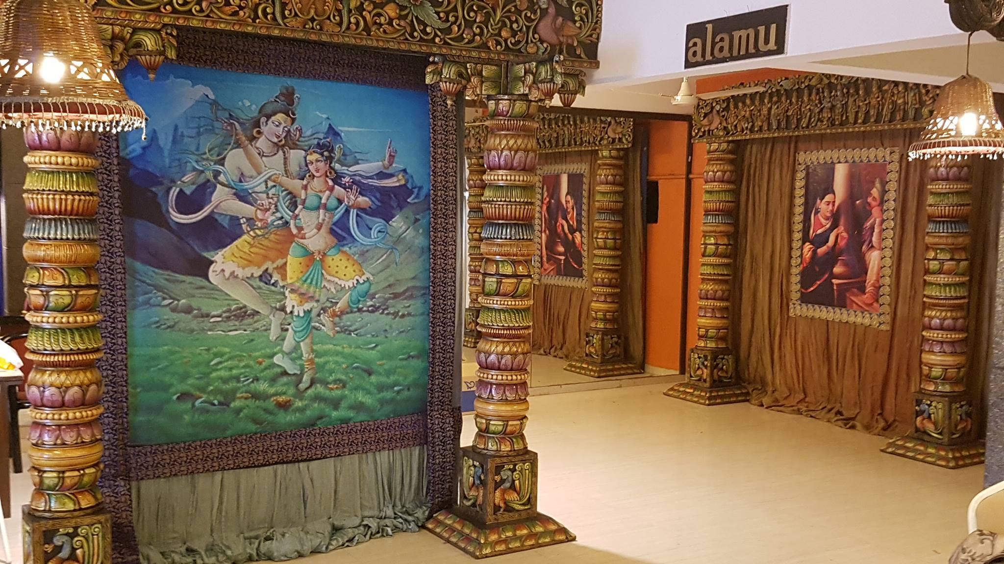 alamu Hall ShivaParvati.jpg