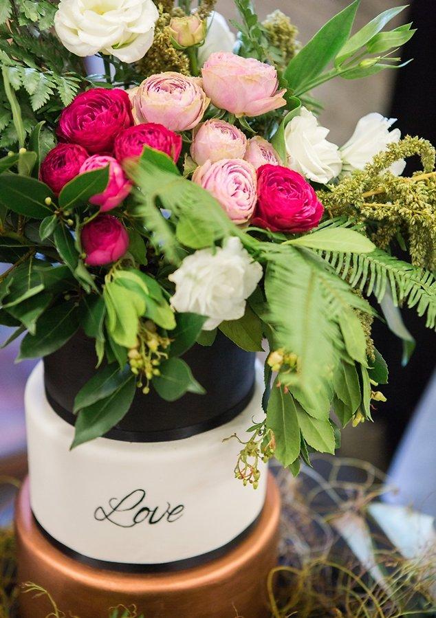 love-metallic-cake-perth-wedding-upmarket