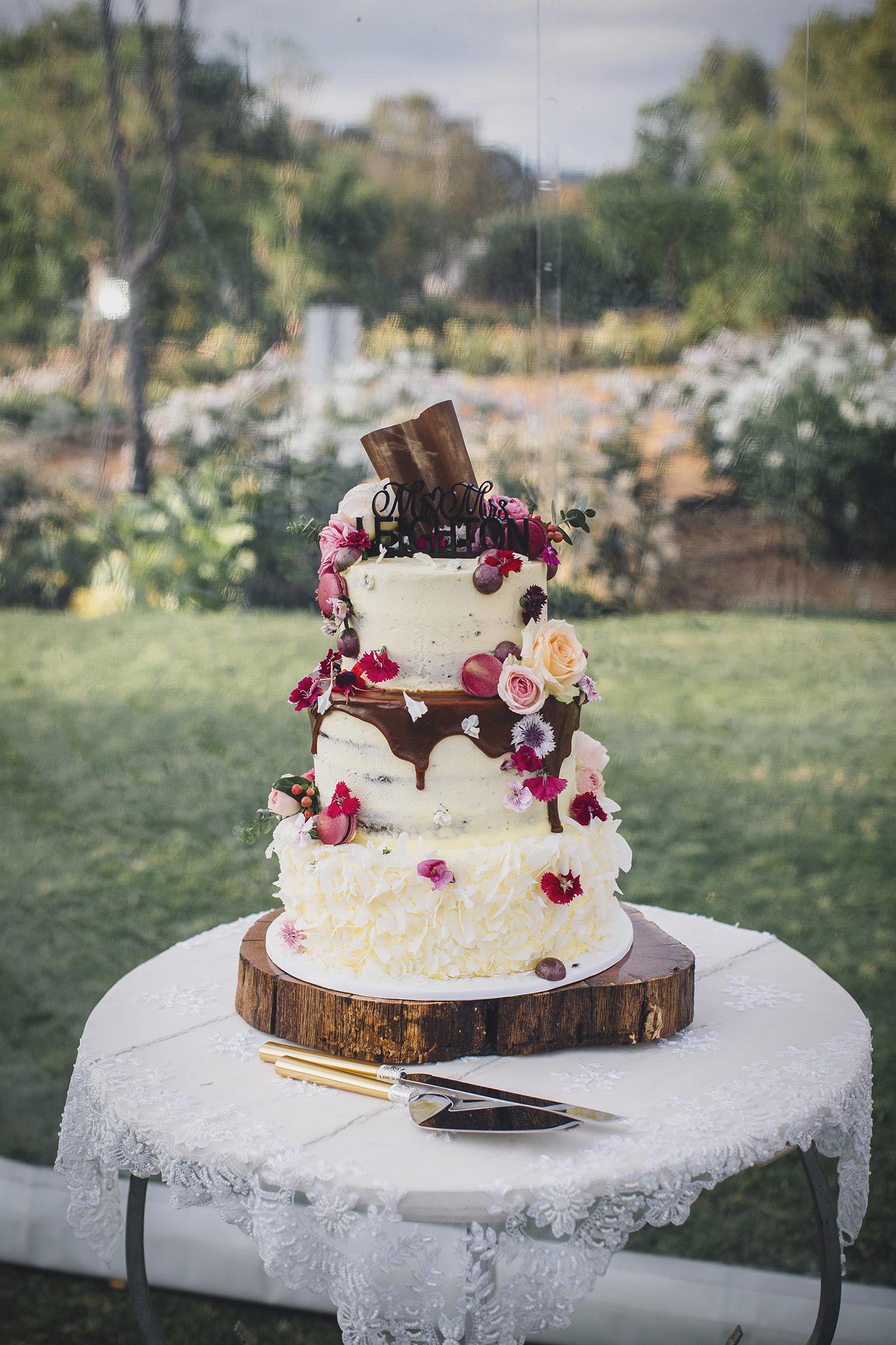 garden-wedding-cake-laurelville-manor-jaimie-and-dan