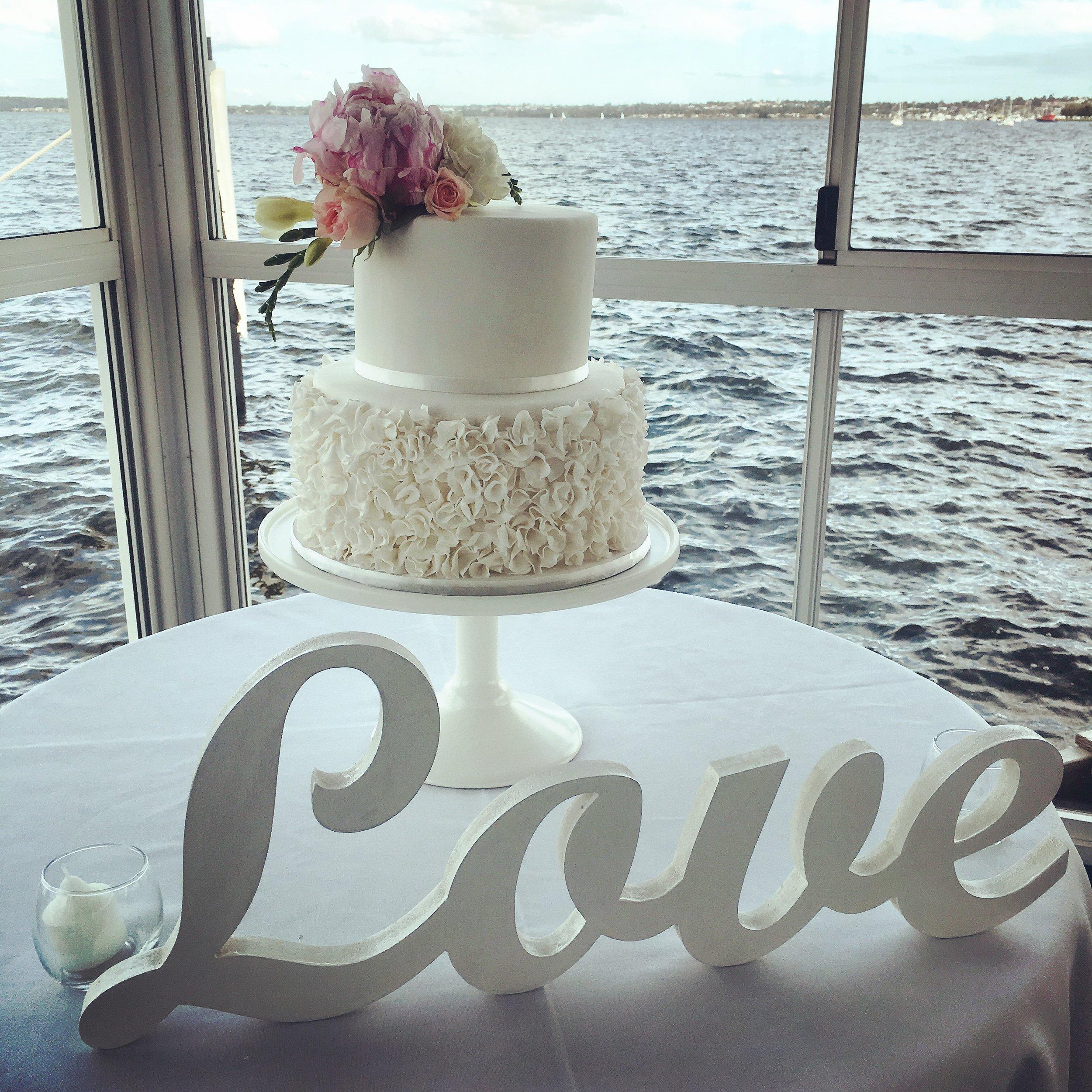 ruffle-wedding-cake-mosmans-resturant