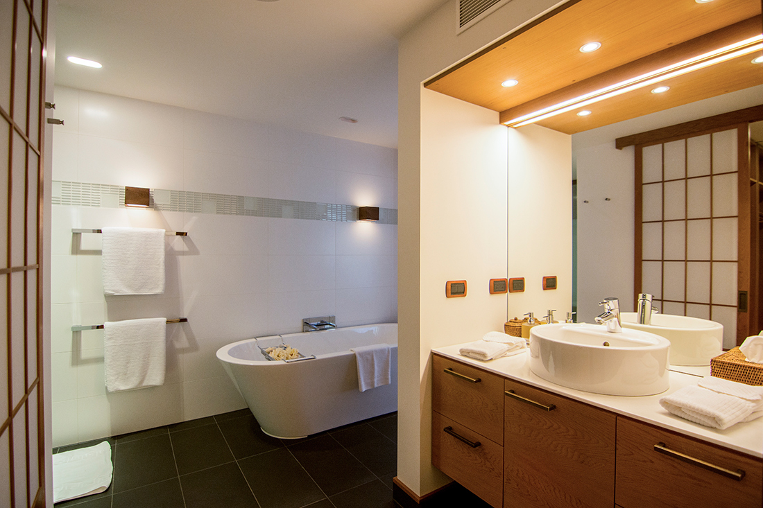 Detached Western-style bath tub with LED lights