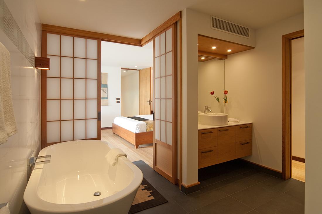 Western-style bath