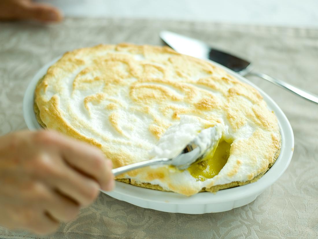 Healthy lemon meringue pie