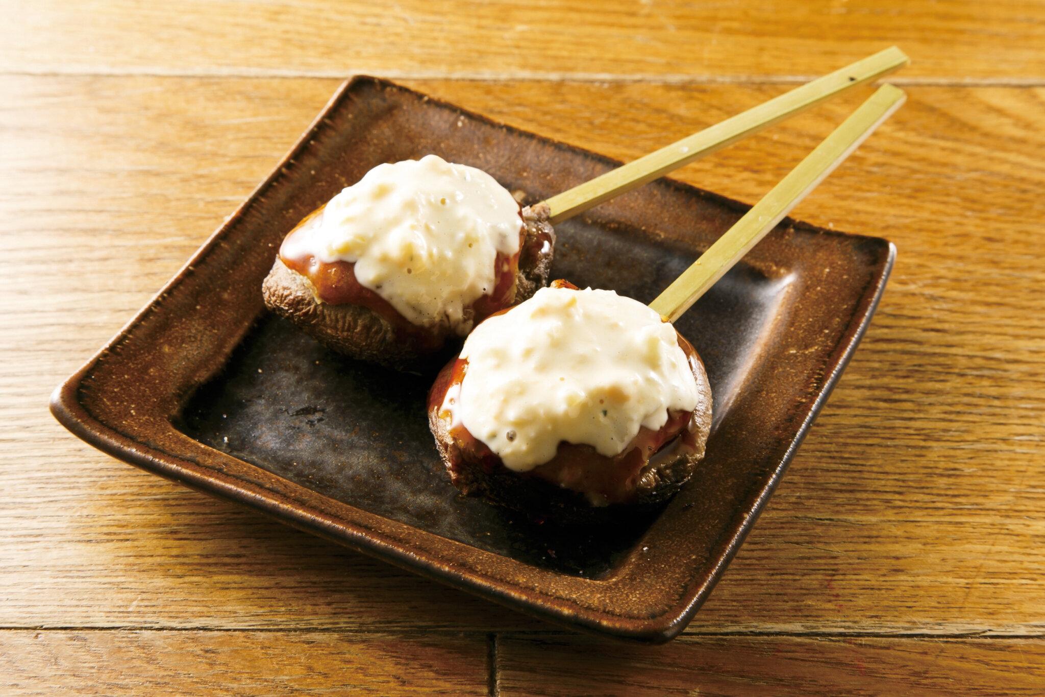 椎茸つくね焼き Grilled Shiitake Mushroom with Chicken Tsukune (Mince Ball) ($8)