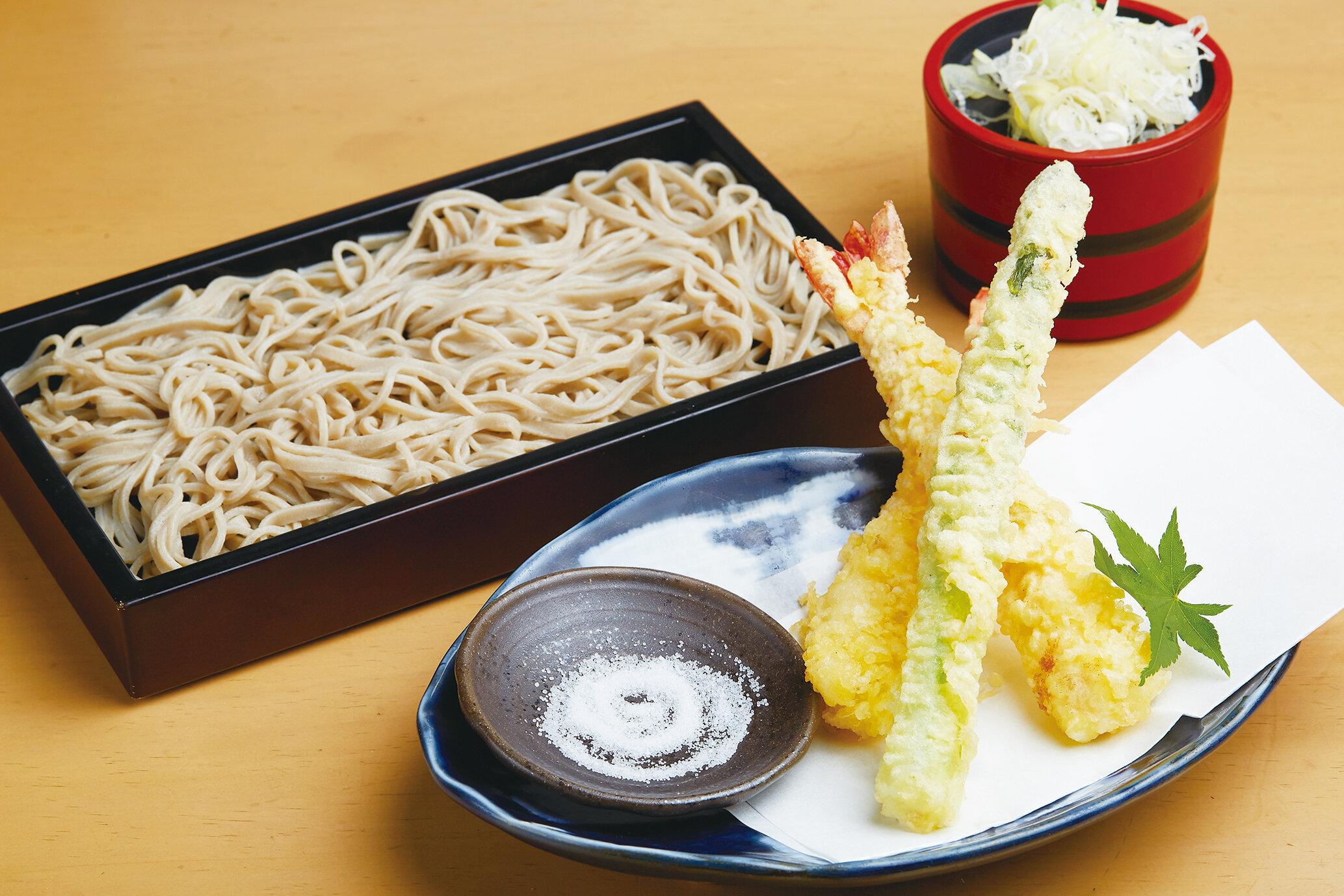 海老天蕎麦(温・冷) Soba with Prawn Tempura (Hot or Cold) ($15)
