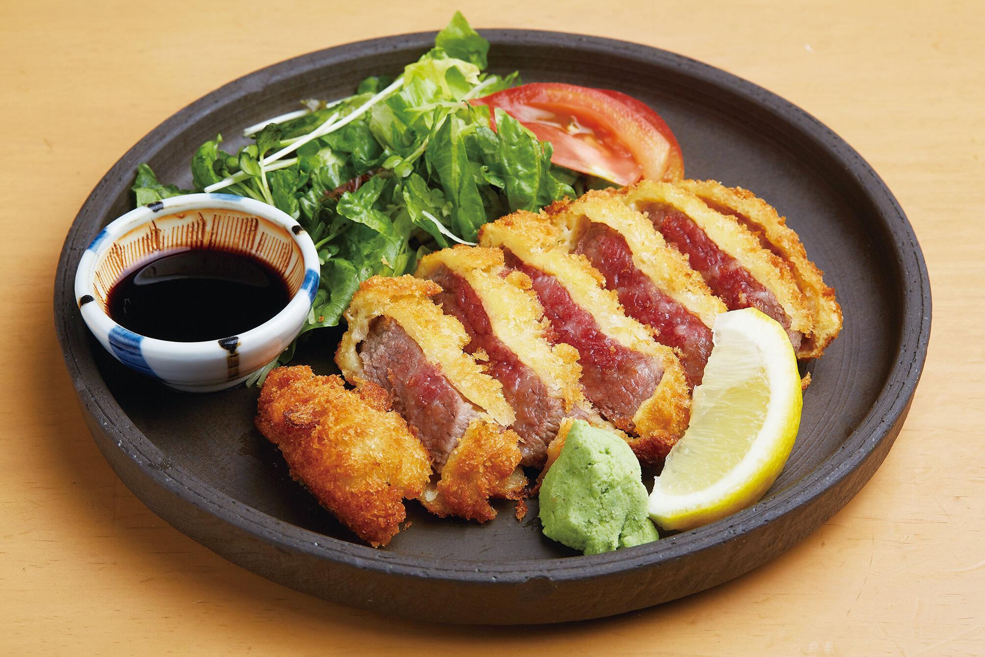 牛カツ Wagyu Beef Cutlet ($18)