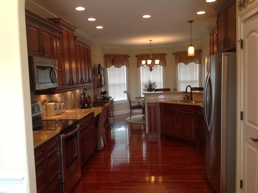 147 kitchen.jpg