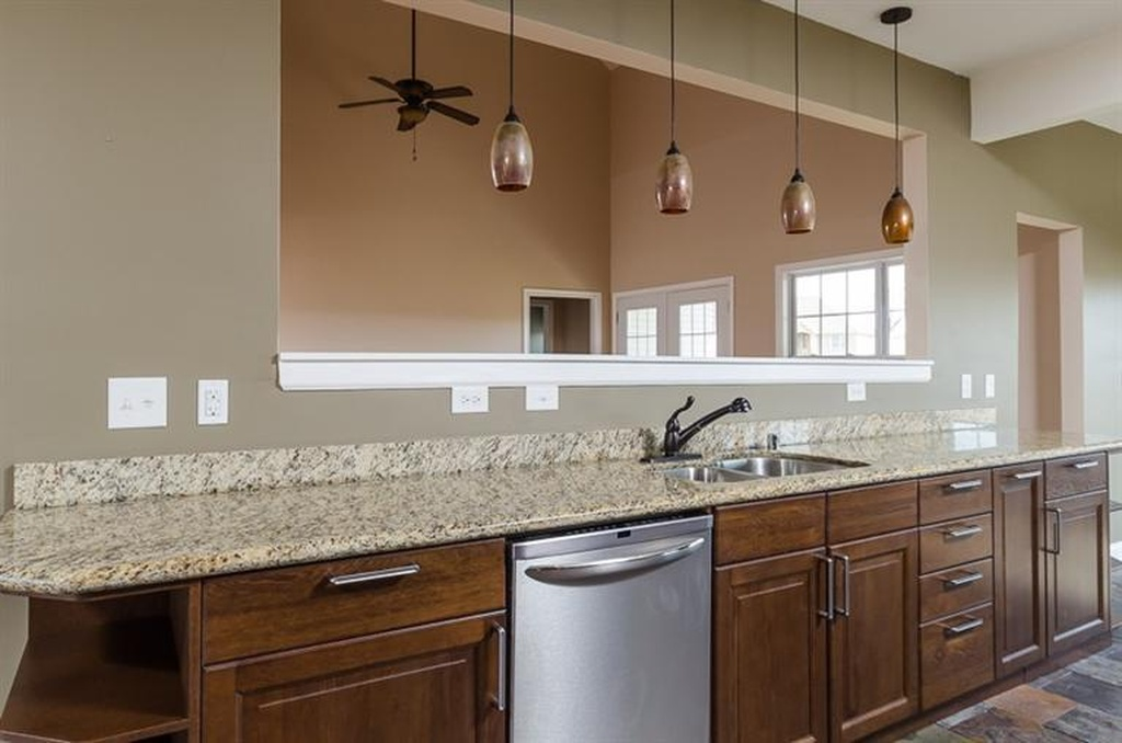 161 kitchen3.jpg