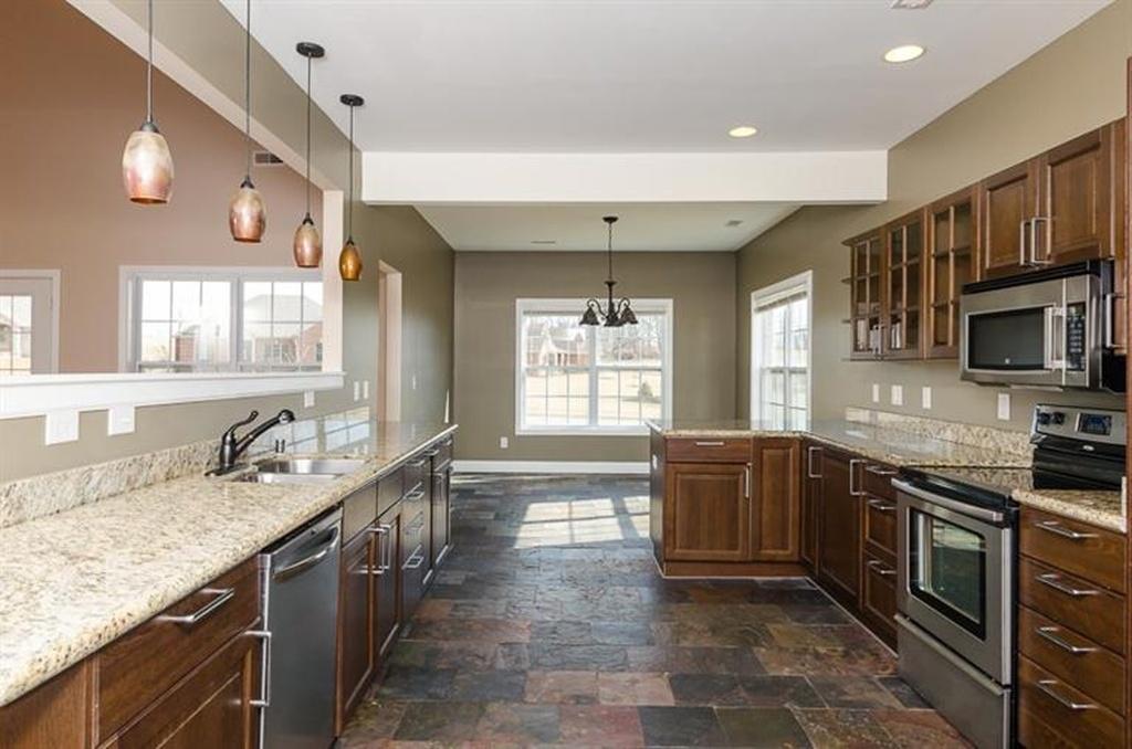 161 kitchen.jpg