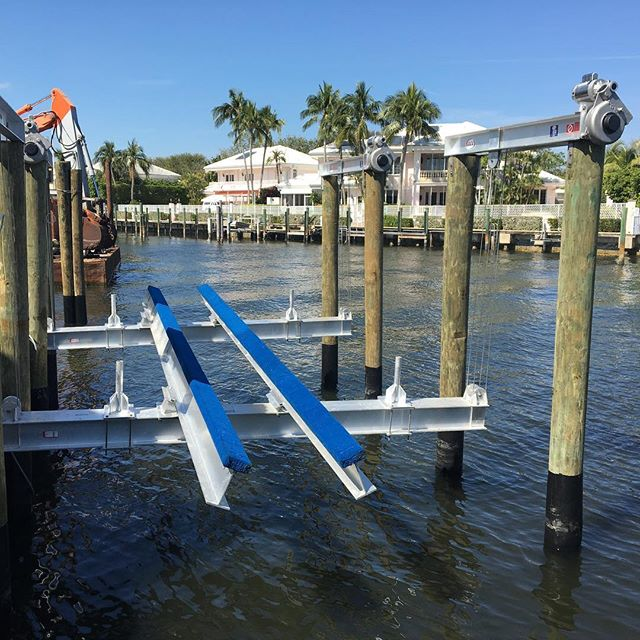 ACE Boat Lift - (8) Post, 32k Capacity #marineconstruction #boating #piledriver