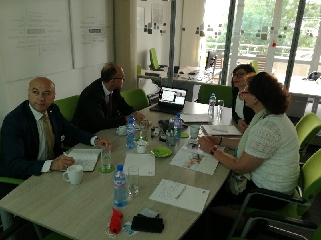 v.l.n.r.: Dr. Mitko Vassilev (AHK Bulgarien), MD Dr. Markus Wittman (Bay. StMWI), Silviya Zwiatkowa (it-economics), RD Ursula Heinzel (Bay. StMWI)