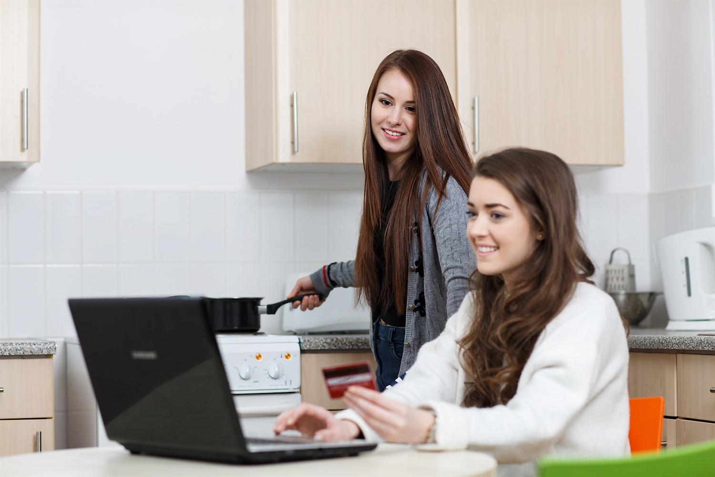 Jenny+Rebecca+bedroom+laptop+1.jpg