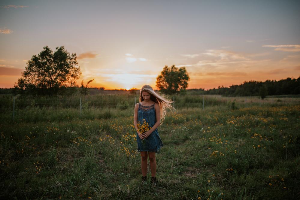Memphis Tennessee Senior Photographer | An Artistic Bohemian Senior Session | memphis-tennessee-senior-portrait-photographer-an-artistic-bohemian-senior-poses-inspiration-modern-corn-field-facepaint-tribal-unique
