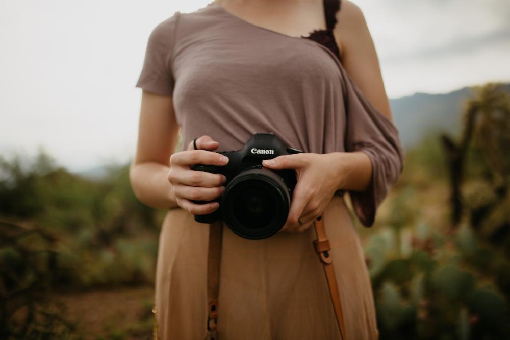 arizona-wedding-photographer-sunrise-desert-morning-flower-canon-photography-community-over-competition