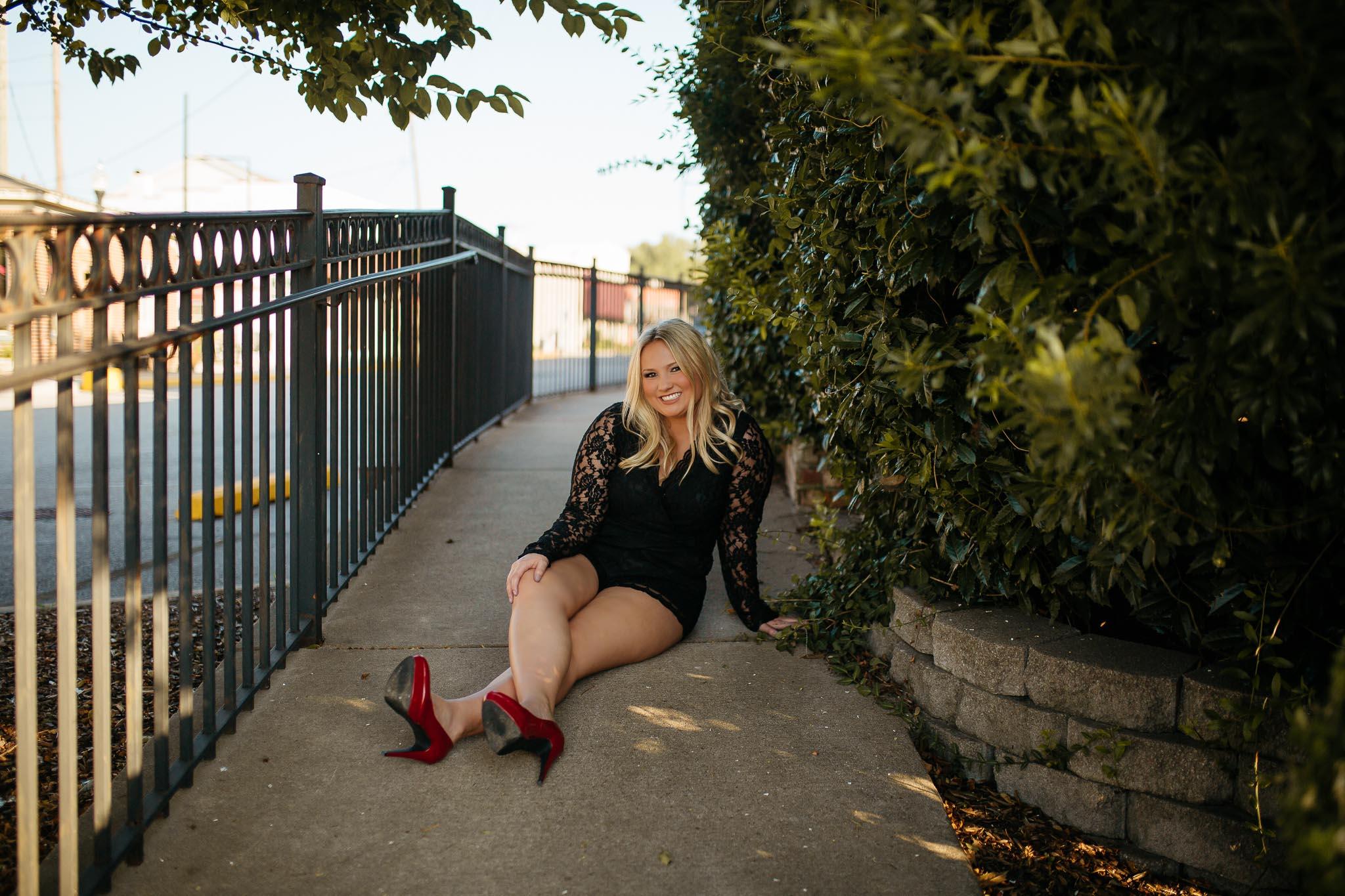 The Hatches | Senior Photographer | Memphis Tennessee | Destination Wedding Photographer | memphis-tennessee-senior-portrait-golden-hour-urban-sophisticated-modern-minimal-photography-senior-pose-inspiration