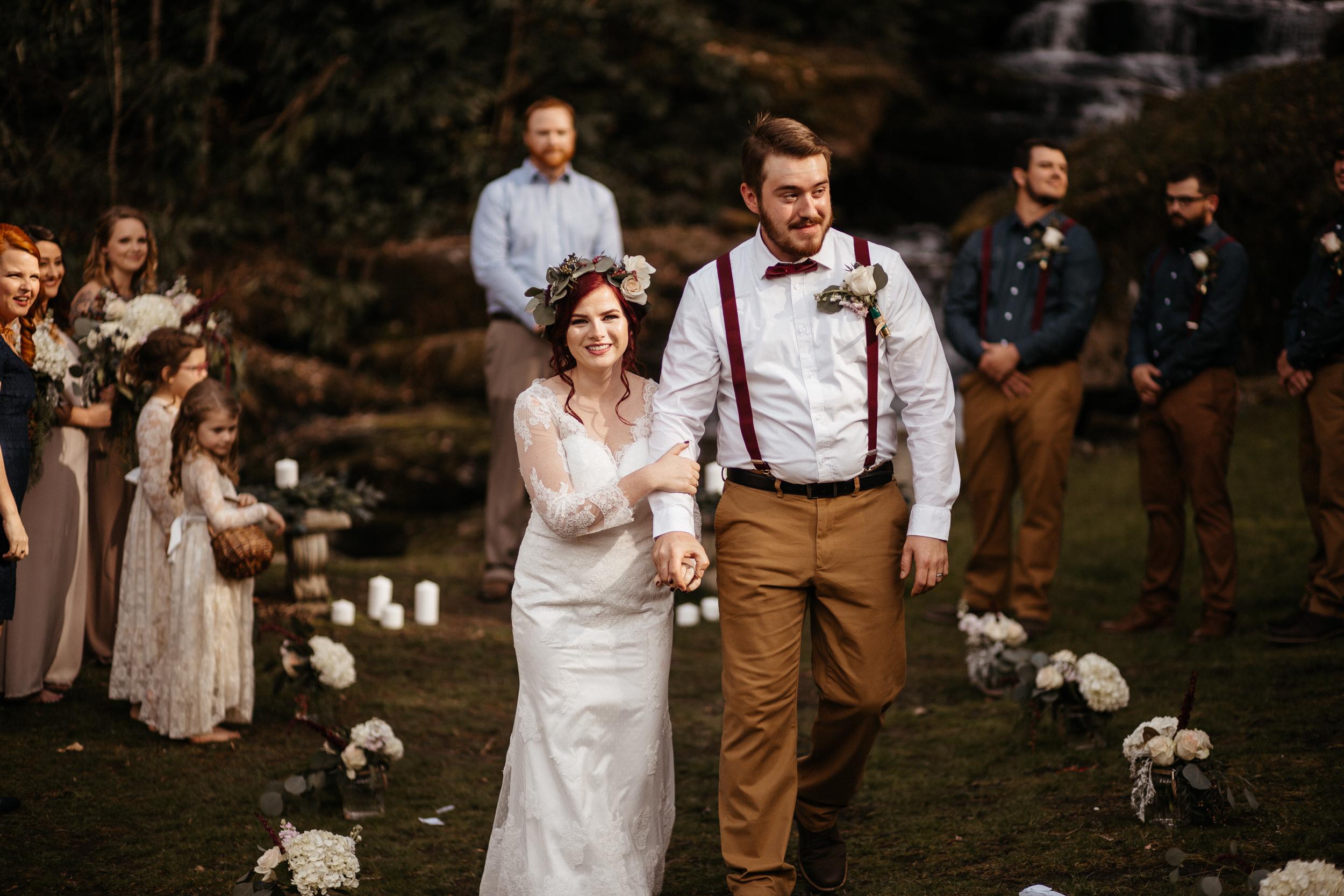 memphis-gatlinburg-tennessee-wedding-photographer-the-hatches-utah-colorado-washington-arizona-oregon-yosemite-national-park-elopement-adventure-emotional-journalistic-bohemian-florals-minimalistic-woodland-waterfall