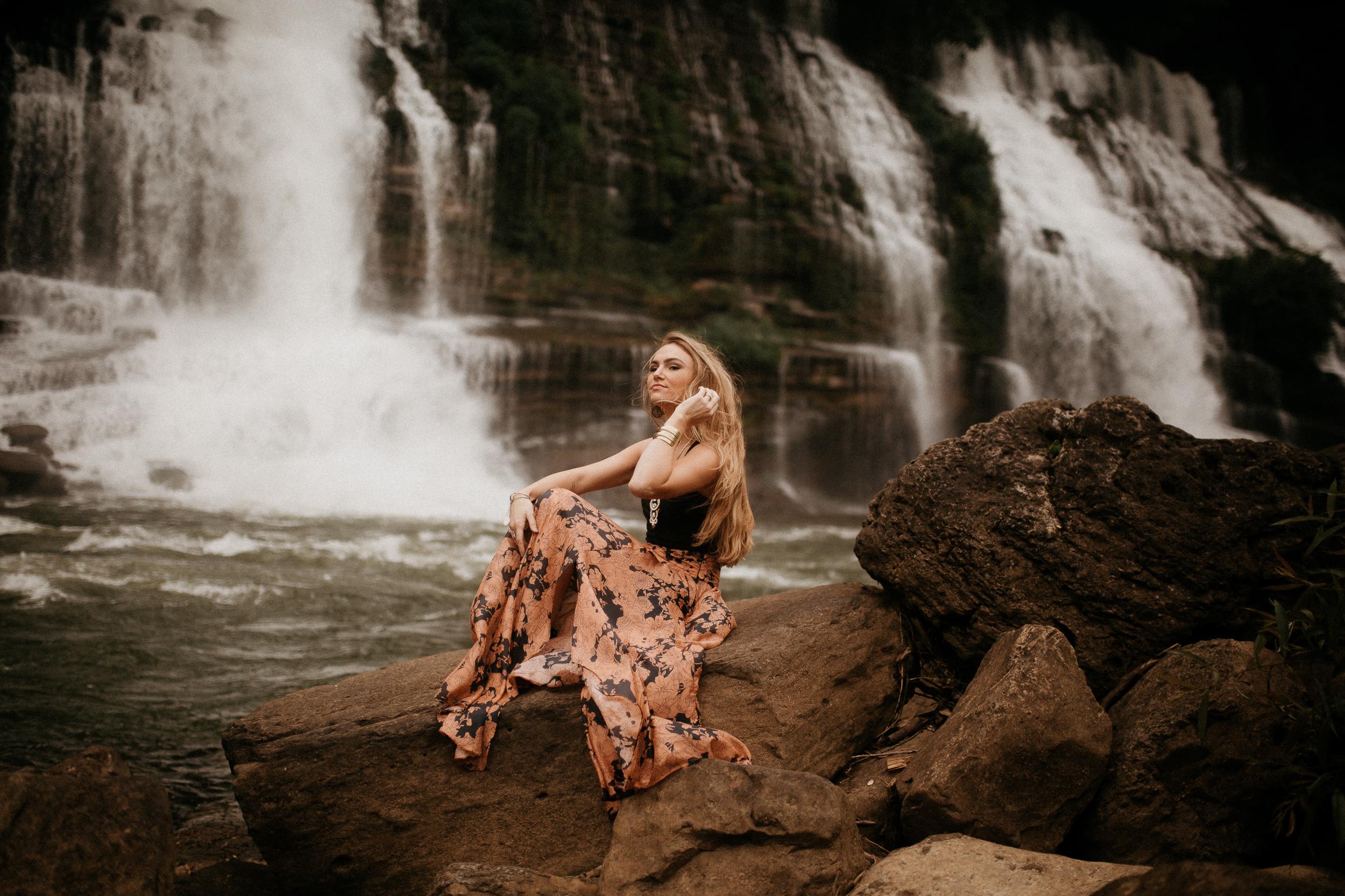 memphis-gatlinburg-nashville-tennessee-wedding-photographer-the-hatches-utah-colorado-washington-arizona-oregon-yosemite-national-park-elopement-adventure-emotional-journalistic-bohemian-florals-minimalistic-winery-elegant-timeless-engagement-waterfall
