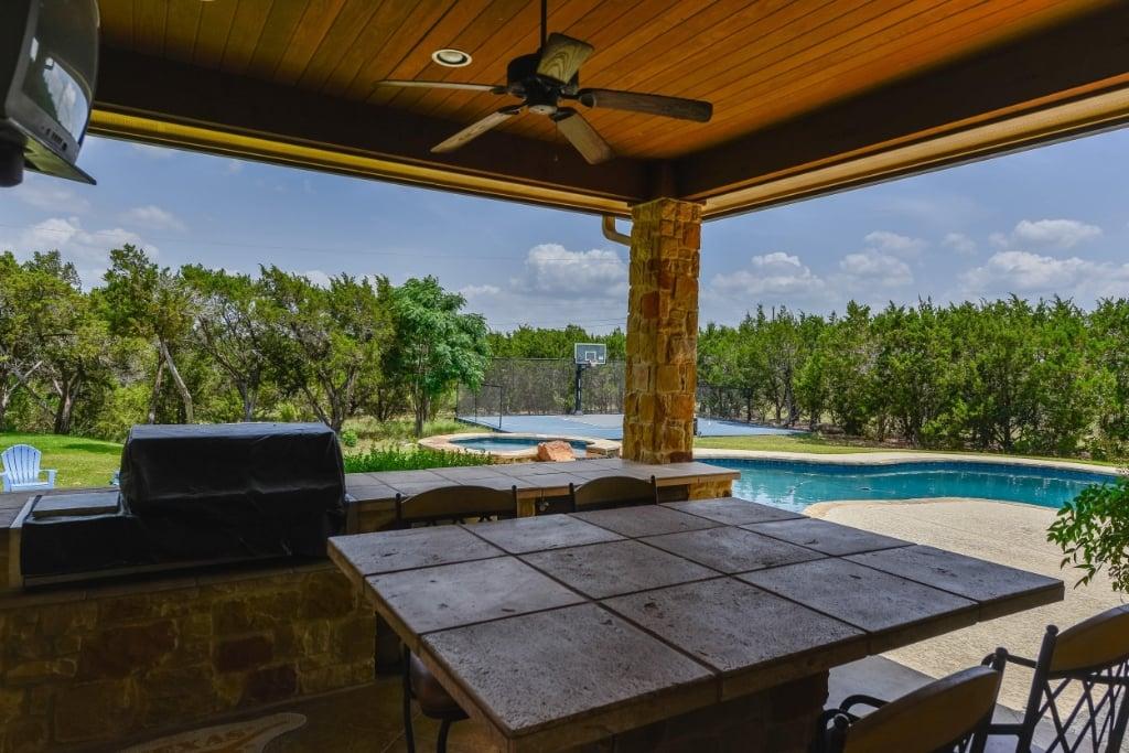 outdoor patio 2.jpg