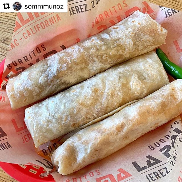 How's your week looking? 🌴 @sommmunoz 📸 has us feeling pretty good about it! . #gracias #ourguestsarethebest #burritos #burritoslapalma #tortillas #birriaderes