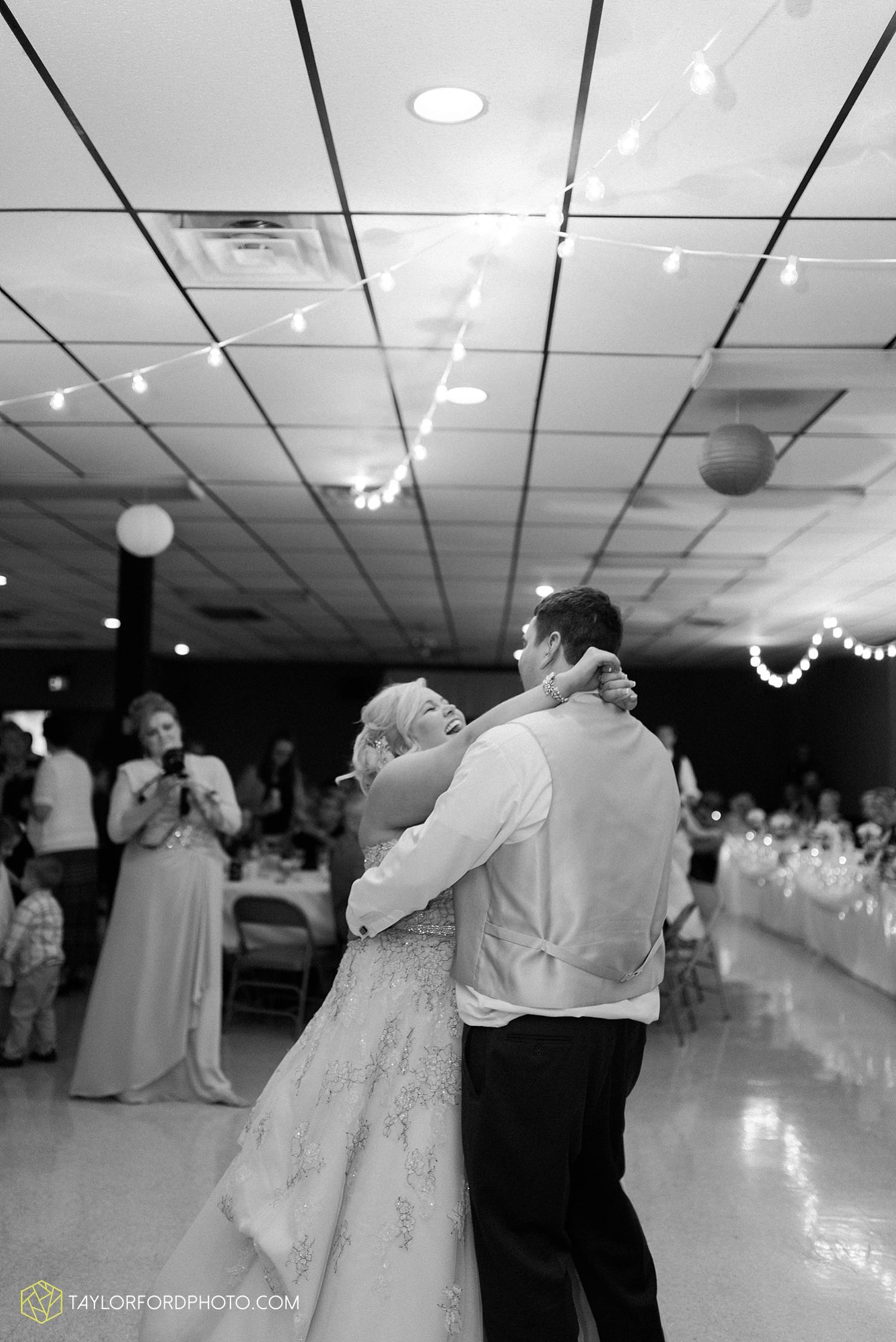 van_wert_ohio_wedding_photographer_taylor_ford_1305.jpg