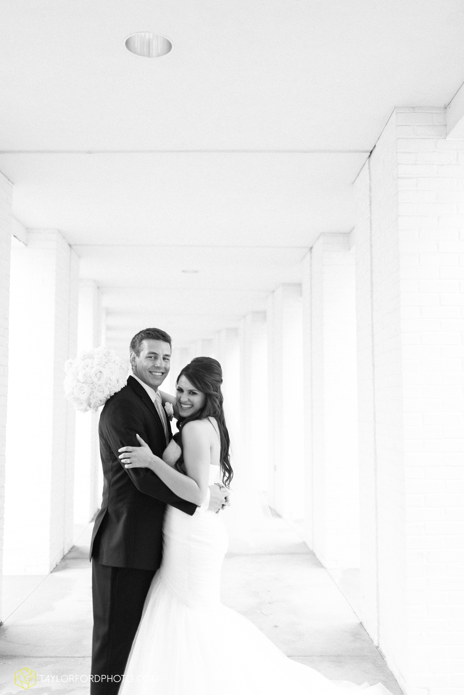 fort_wayne_indiana_wedding_photographer_taylor_ford_ipfw_ballroom_1609.jpg