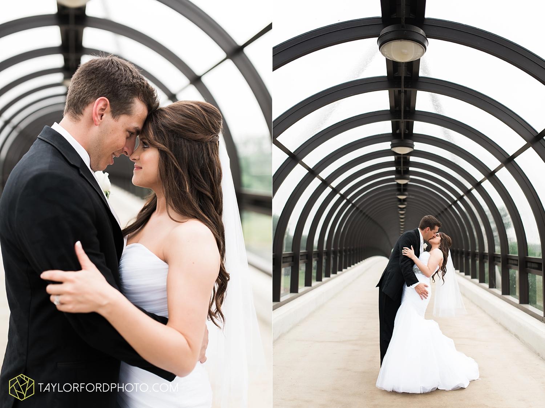 fort_wayne_indiana_wedding_photographer_taylor_ford_ipfw_ballroom_1615.jpg