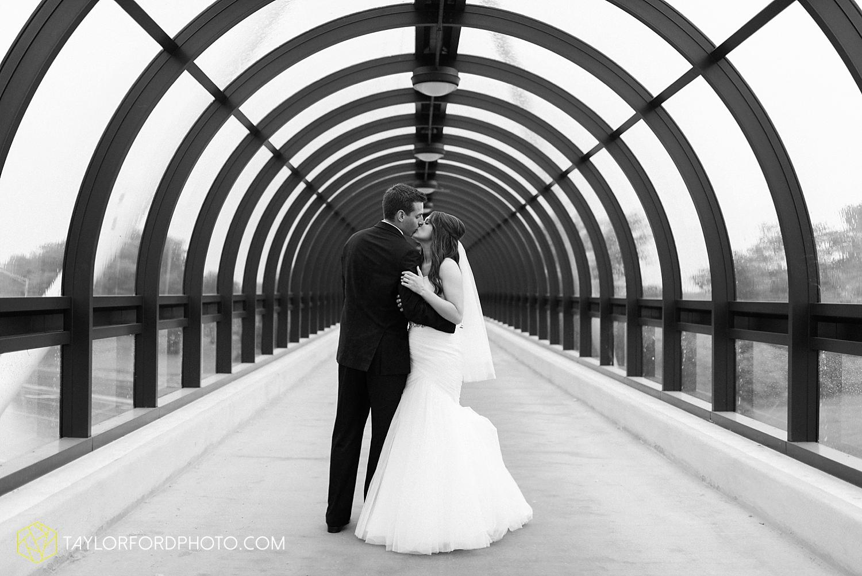 fort_wayne_indiana_wedding_photographer_taylor_ford_ipfw_ballroom_1640.jpg