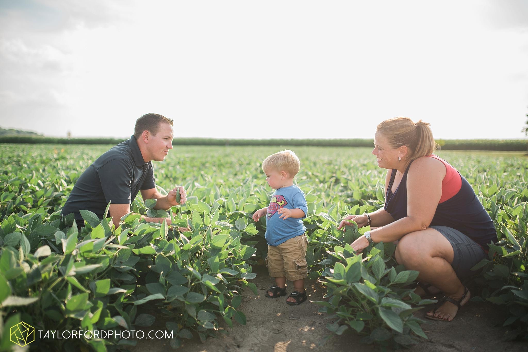 van_wert_ohio_farm_family_photographer_taylor_ford_wedding_1850.jpg