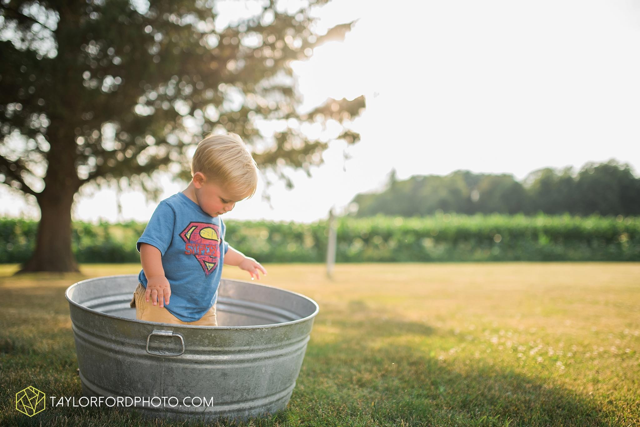 van_wert_ohio_farm_family_photographer_taylor_ford_wedding_1859.jpg