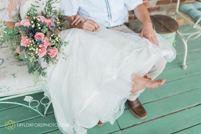 fort_wayne_indiana_wedding_photographer_taylor_ford_marian_hills_farm_0211.jpg