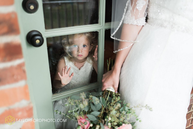 fort_wayne_indiana_wedding_photographer_taylor_ford_marian_hills_farm_0214.jpg