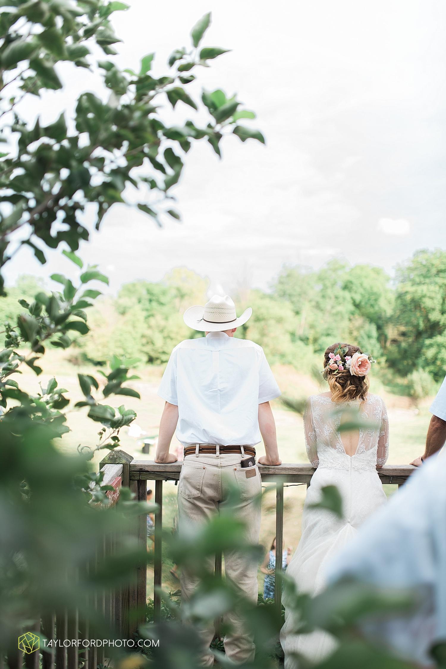 fort_wayne_indiana_wedding_photographer_taylor_ford_marian_hills_farm_0312.jpg